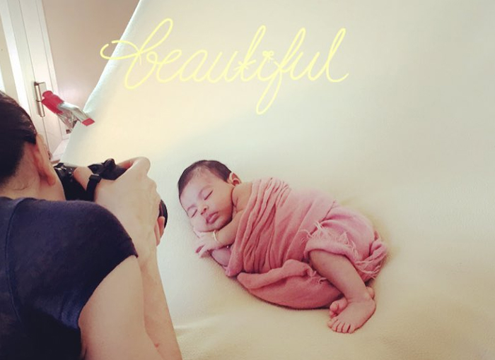 newborn photographer behind-the-scenes