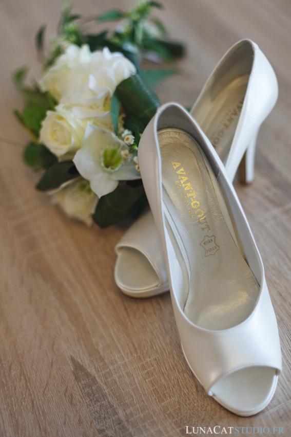 photo mariage chaussures bouquet de la mariée