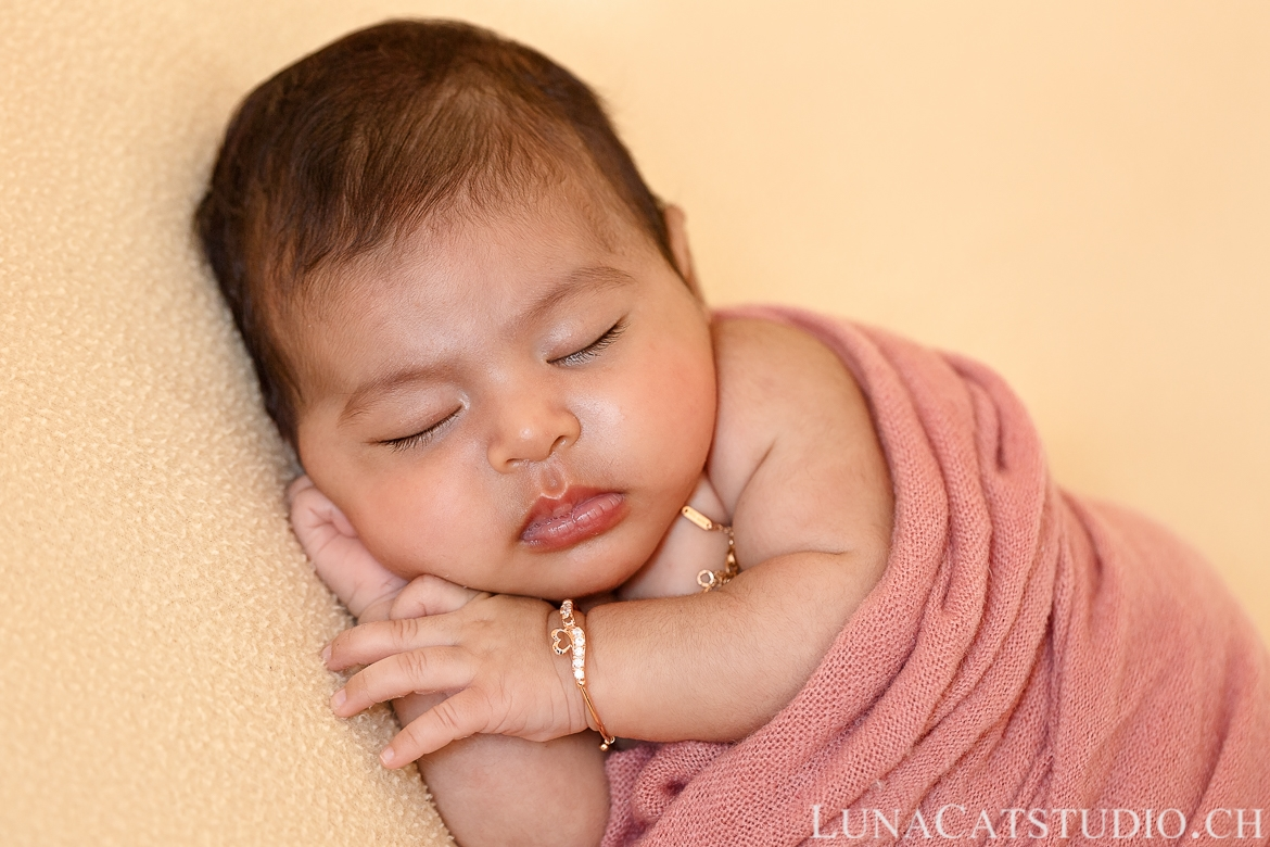 1 month old baby photo shoot